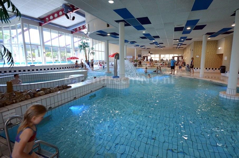 Zpb buitenbad inge de bruijn zwembad met overkapping for Zwembad overkapping