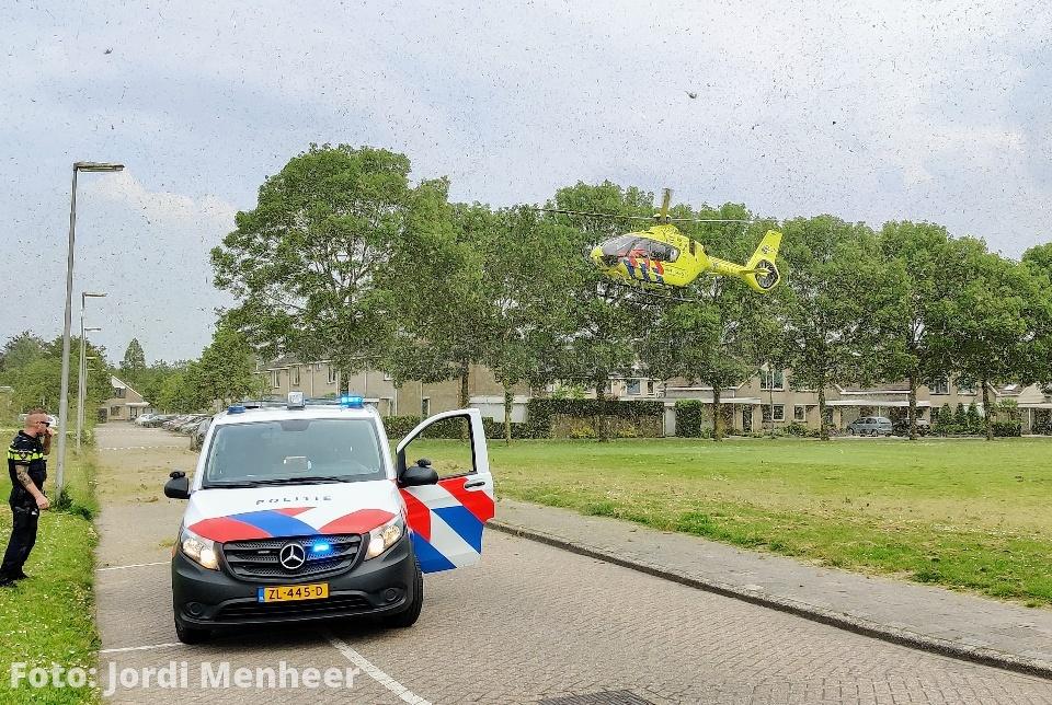 Traumahelikopter geland voor melding van reanimatie op fietspad Boerhaavelaan, hulpdiensten massaal aanwezig