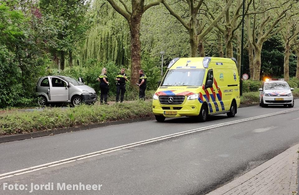 Ongeval met autootje (brommobiel) op fietspad Buitenlandse Baan, politiehelikopter circelde enige tijd rond