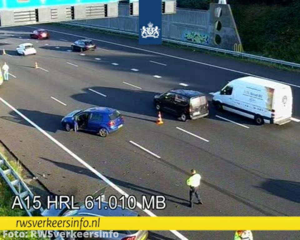 Aanrijding tussen meerdere voertuigen op de A15 bij Barendrecht