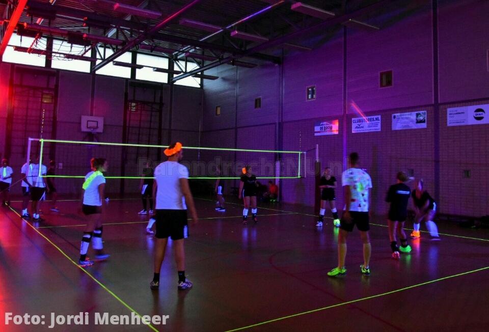 Blacklight Volleybaltoernooi in sporthal Vrijenburgpoort gaat bijna van start