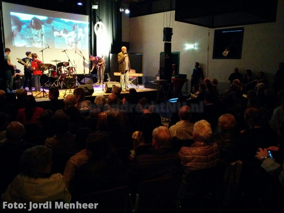 Woodstockpop in de Baerne, volle bak