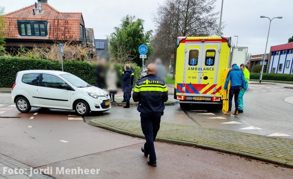 Fietser gewond bij aanrijding met auto op rotonde Jaagpad / 2e Barendrechtseweg