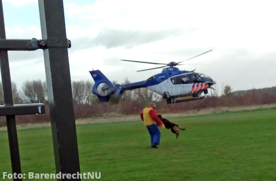 Actie aan de Achterzeedijk: Politiehelikopter geland en training met politiehonden
