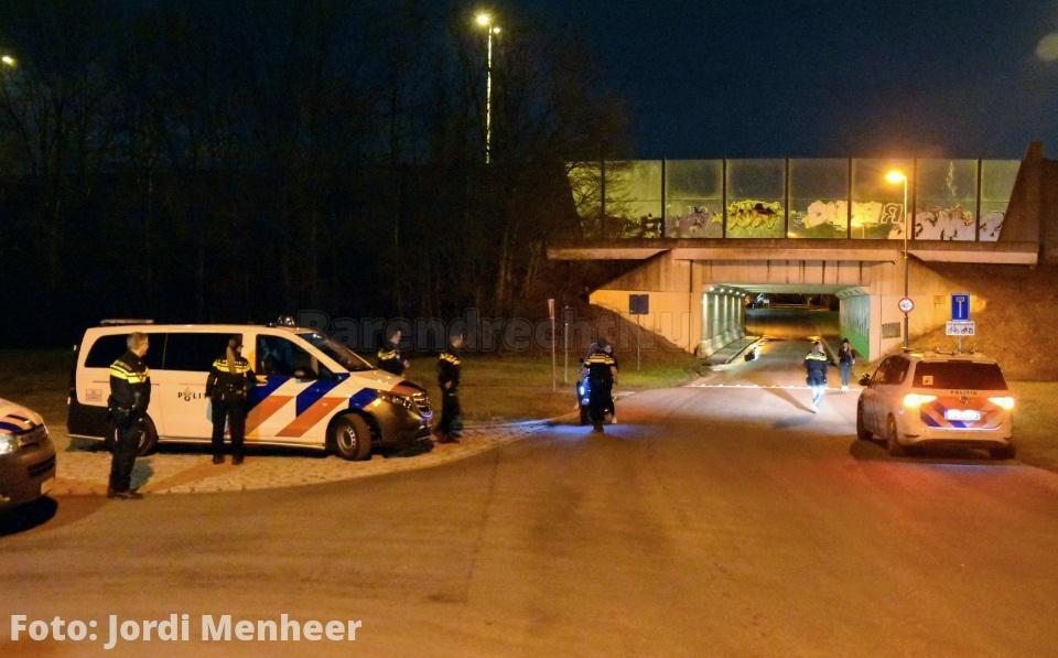 Zojuist politiewagens en politiehelikopter thv de Voordijk ihkv overlast door jeugd