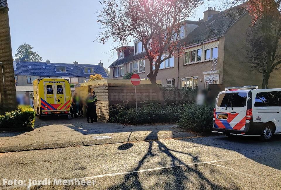 Man gewond bij ongeval in achtertuin aan de Distel, hulpdiensten ter plaatse