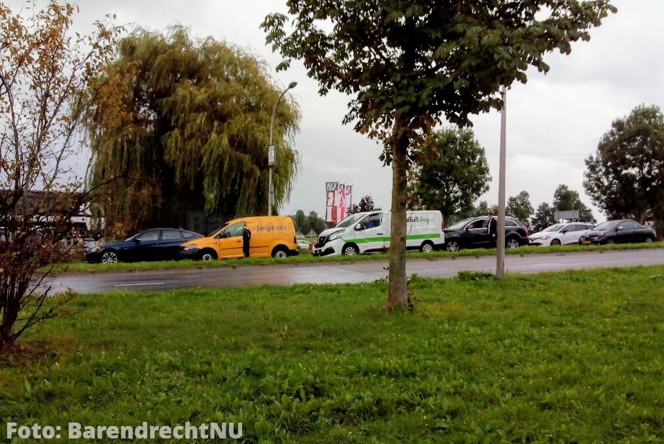 Kettingbotsing tussen 4 auto's op de Carnisser Baan thv de Karwei