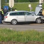 Auto botst op paal aan de Kilweg in Barendrecht