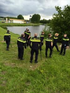 Aanhoudingen verdachten woninginbraak langs A15 en Dierensteinweg na zoektocht met politieheli