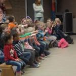 Leerlingen Calvijn vermaken kinderen van Het Kompas en De Ark in Barendrecht