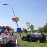 Automobilist rijdt lichtmast omver aan de Kilweg in Barendrecht