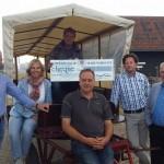 De Kleine Duiker koopt grote huifkar dankzij €4.000 cheque van Kiwanis (Barendrecht)