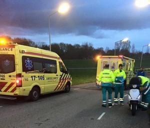 Scooterrijder snijdt bocht af en botst op fietser bij Heinenoordtunnel