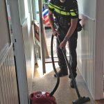 Politie tikt ruitje uit deur om vrouw met gebroken heup te helpen