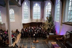 Meezingen met Christmas Carols in de Dorpskerk tijdens WinterFeest