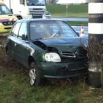 Auto botst tegen stoplicht langs de Kilweg in Barendrecht