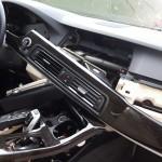 Auto-inbrekers BMW slaan op de vlucht bij aankomst politie: verdachte uit bosjes gehaald