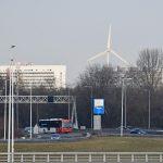 Archieffoto: Windmolen in Rotterdam (bij de Van Brienenoordbrug) gezien vanaf de geluidswal A15 (Vaanplein) in Barendrecht