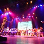 Muziek Centraal in Het Kruispunt, kinderen spelen voorstelling 'De Vuilnisboot'