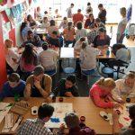 Kunstenaars Kunstexpress en groep 8 leerlingen werken samen aan kunstproject