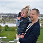 Vader en dochter nemen videoclip op voor rap over Syndroom van Down