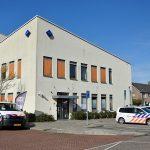 Politieauto's bij politiebureau Maasstraat, Barendrecht