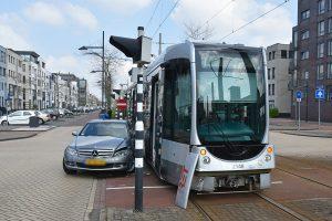 Tramverkeer half uur plat door aanrijding met auto Avenue Carnisse