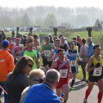 Foto's: Marathon Rotterdam over het Havenspoorpad bij Brasserie Vrijenburg