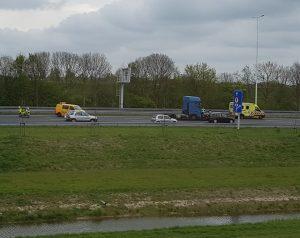 Ongeval met vrachtwagen en personenauto op A29 richting Heinenoordtunnel