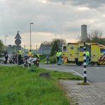 Scooterrijder breekt been bij aanrijding met motor op Voordijk