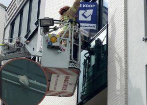 Duif uit benarde positie geholpen door brandweer aan de Avenue Carnisse