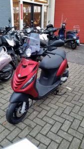 Scooter gestolen uit achtertuin aan het Veersemeer