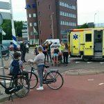 Fietser naar ziekenhuis na aanrijding met auto op rotonde 1e Barendrechtseweg