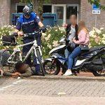 Handhaver aangereden en uitgescholden op Muziekplein, scooterrijder (16) zonder rijbewijs aangehouden