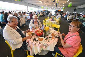 IKEA Barendrecht 15 jaar: Ontbijtje en entertainment voor 400 buren