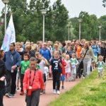 FOTO'S: Avondvierdaagse Barendrecht 2017 van start met wandeling door Carnisselande