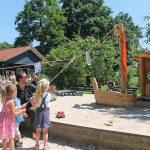 """Nieuwe speeltoestel """"De Zandkotter"""" gedoopt in de Oranjespeeltuin"""