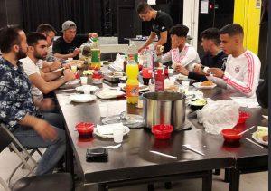 Jongeren organiseren Iftar-maaltijd in BLOK0180