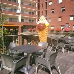 Italiaans schepijs en cappuccino op nieuwe terras van Limburgia Carnisse Veste