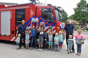 Winnaars LEGO Incidenten City wedstrijd ontvangen prijzen bij brandweer Barendrecht