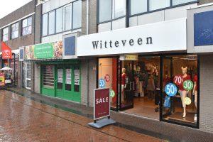 Uitverkoop bij failliet verklaarde Witteveen op de Middenbaan