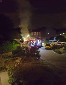 Bewoners horen knal, auto uitgebrand aan de Piet Heinstraat