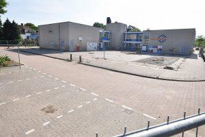 Parkeerplaatsen Ravesteyndreef afgesloten, bewoners ontevreden over veiligheid na auto-inbraken