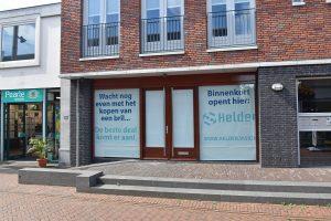 Opticien Helder opent winkel in nieuwbouwpand aan de Middenbaan