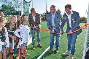 Hockeyclub Barendrecht neemt officieel de nieuwe watervelden in gebruik