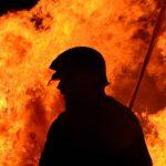 Archieffoto van een brandweerman bij een brand
