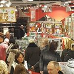Black Friday bij supermarkt Dirk aan het Muziekplein: Stormloop op goedkoop bier, Dubbelfris en andere koopjes