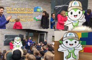 CBS de Hoeksteen onthult nieuwe logo op schoolgebouw aan de Kruidentuin