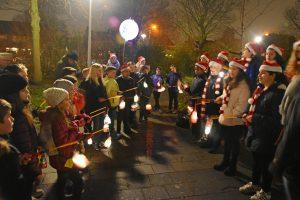 Lichtjesoptocht van OBS de Tweemaster haalt €2.400 op voor Sophia Kinderziekenhuis