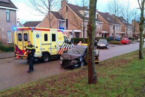 Veel schade bij aanrijding tussen twee voertuigen op Boerhaavelaan